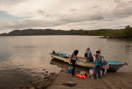 A local fisherman docks his boat to clean his catch after taking three national tourists to fish in the Gulf of Nicoya. Photo by Stephanie Sidoti